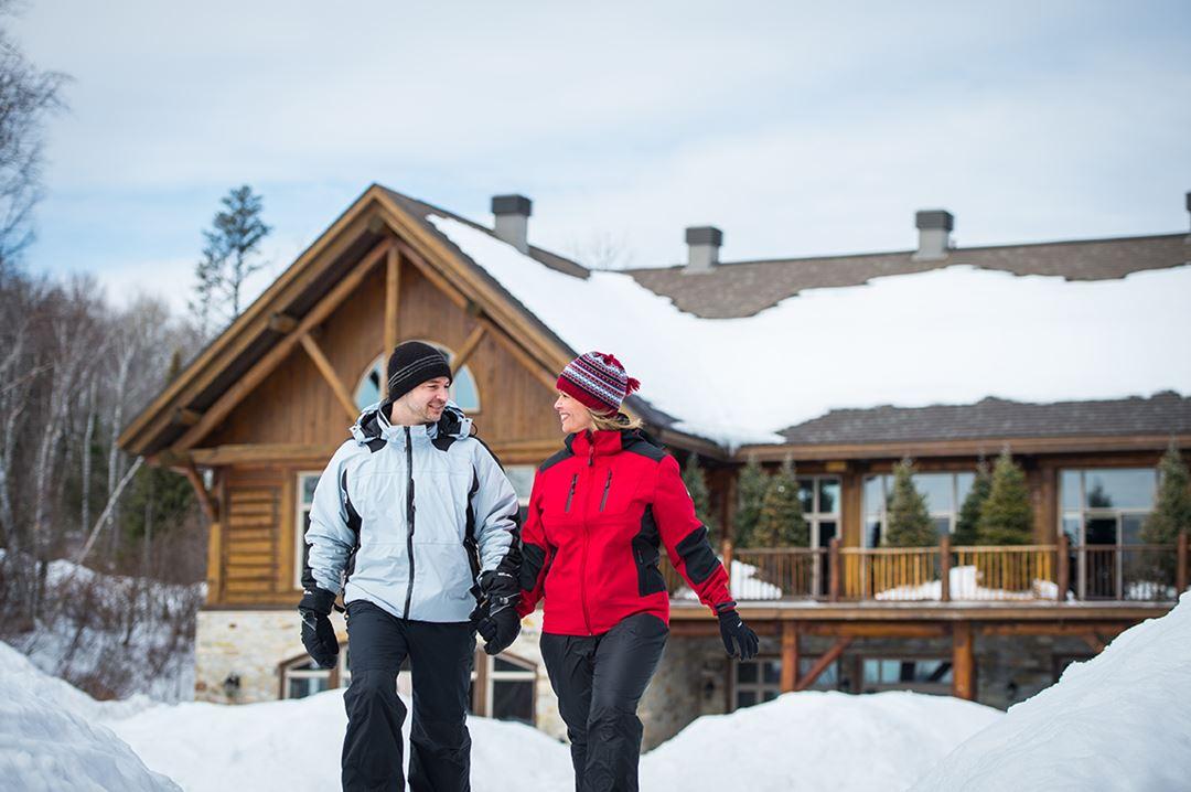 Auberge-du-Lac-Taureau-winter-couple