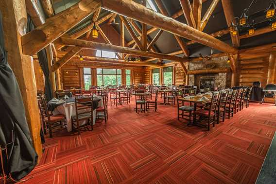 Dining room at Auberge du Lac Taureau