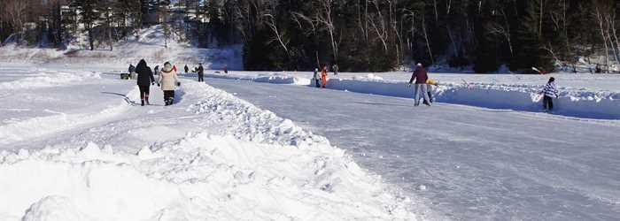 Sentier glacé sur le lac Rawdon