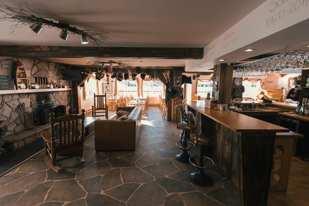 Dining room at Pourvoirie La Barrière