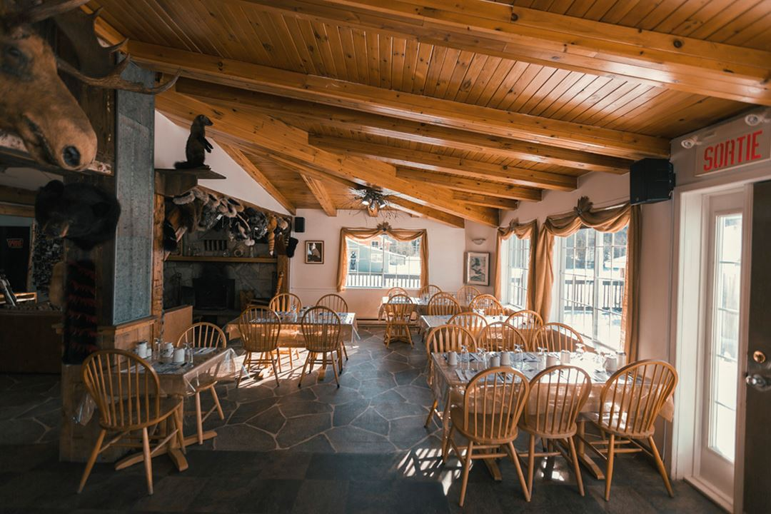 Salle à manger Pourvoirie La Barrière