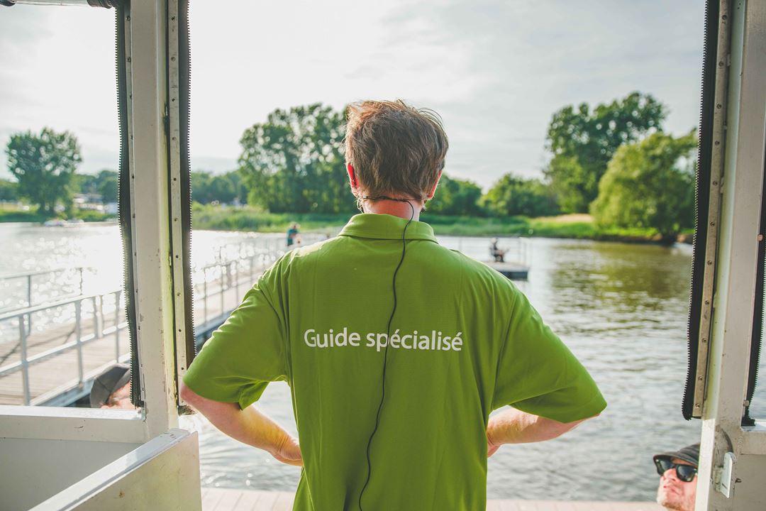 Guide animateur à bord du bateau pour les croisières patrimoniales de Repentigny