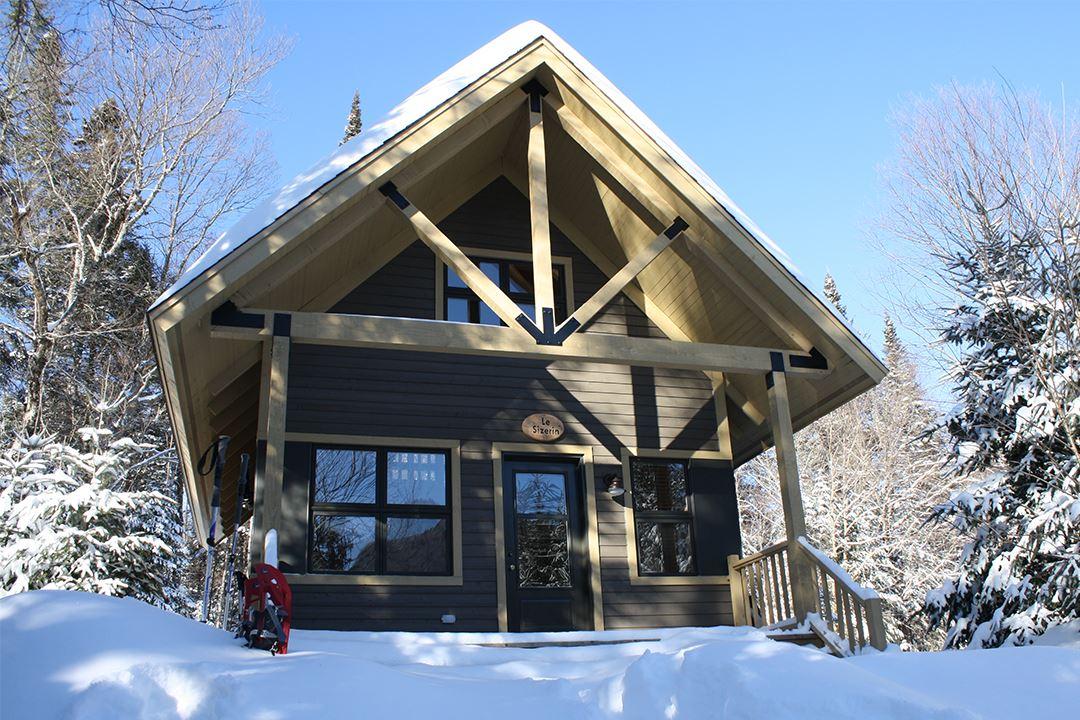 Chalet Nature en hiver au parc national du Mont-Tremblant