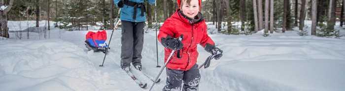 Famille en ski de fond à Chalets Lanaudière