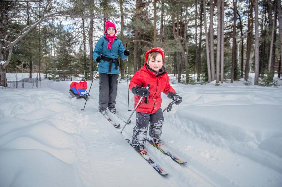Family in cross-country skiing at Chalets Lanaudière