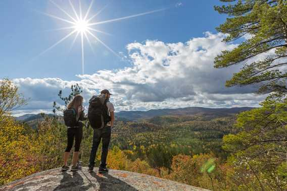 Fall hike ate Parc régional de la Forêt Ouareau