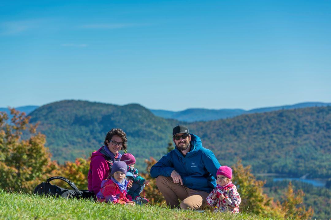 Famille au sommet du Mont La Réserve