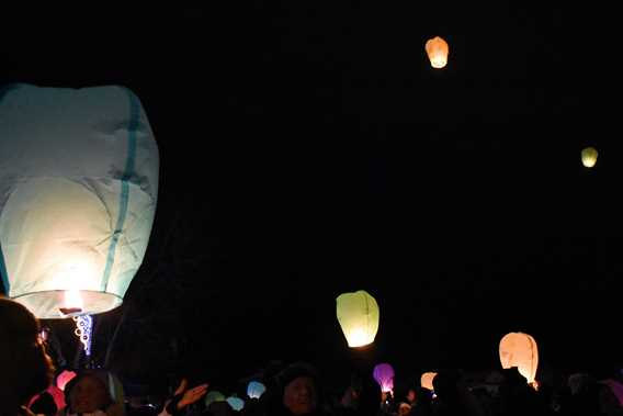 Grand-Frisson-Rawdon-envolee-de-lanternes