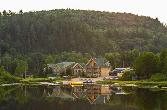 Auberge-du-Vieux-Moulin-lake