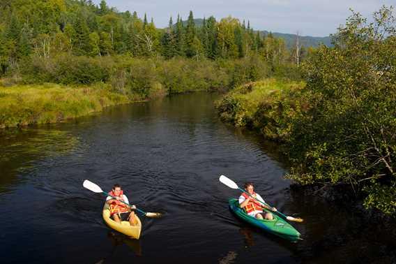 Auberge-du-Vieux-Moulin-summer-kayak