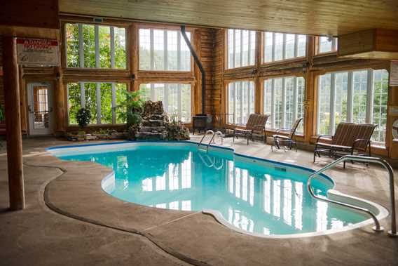 Auberge-du-Vieux-Moulin-indoor-pool