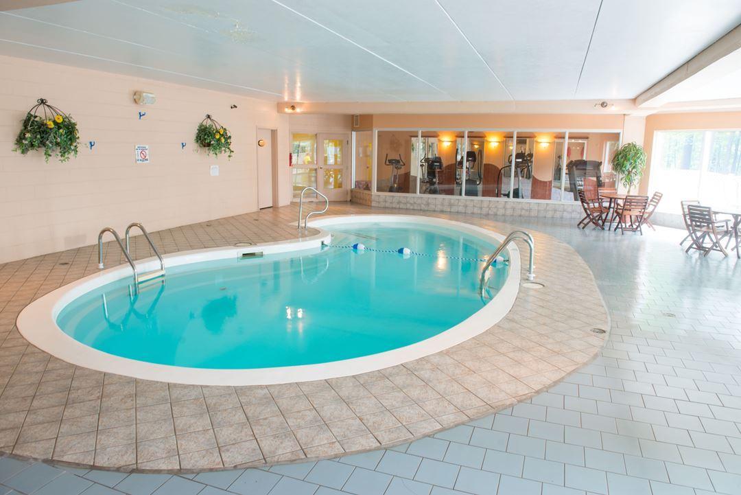Auberge-montagne-coupee-piscine