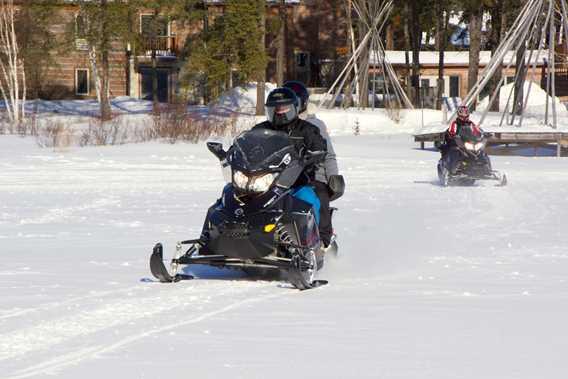 auberge-lac-taureau-hotel-snowmobile