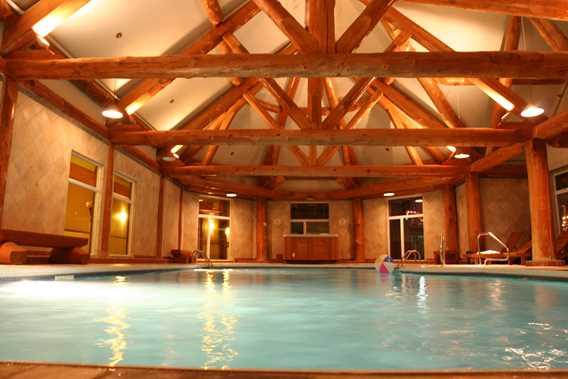 auberge-du-lac-taureau-hotel-pool