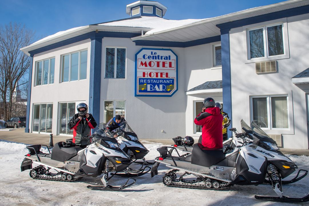 hotel-restaurant-bar-central-snowmobile