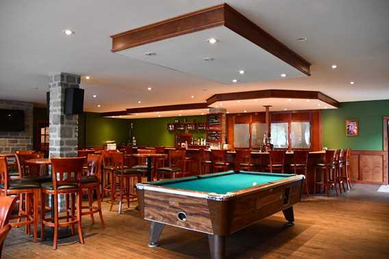auberge-cabanon-bar