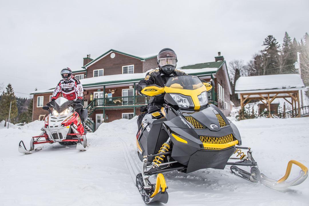 pourvoirie-domaine-bazinet-snowmobile-outfitter