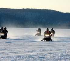 Snowmobile package Auberge du Lac-à-l'Eau-Claire