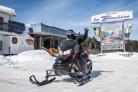 auberge-glaciere-motel-hotel-motoneige