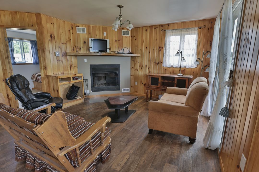 auberge-la-barriere-outfitter-snowmobile