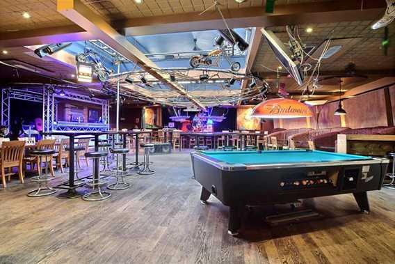 hotel-restaurant-bar-central-snowmobile