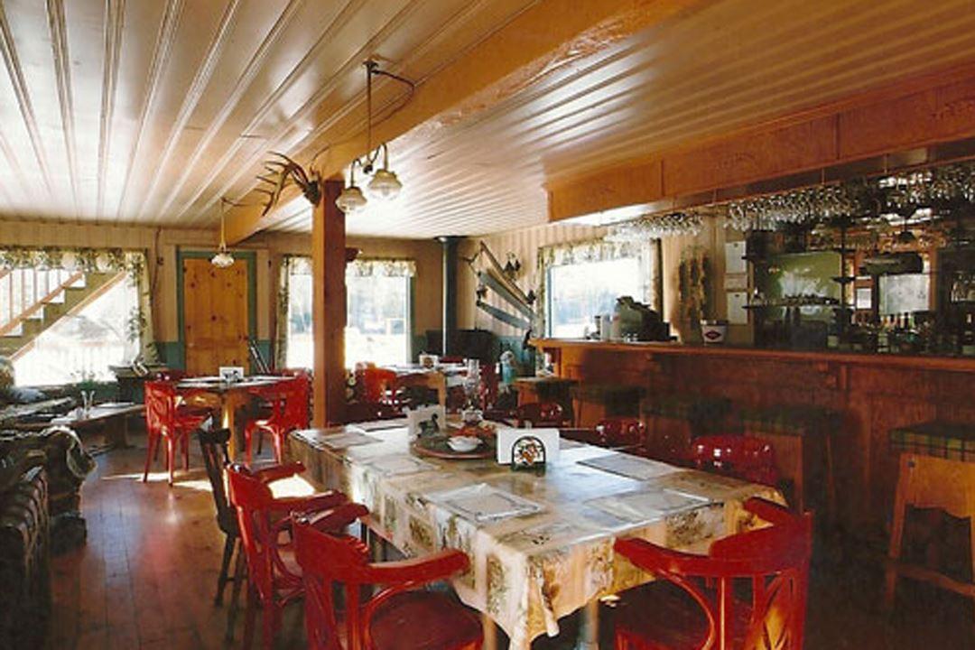 pourvoirie-pignon-rouge-mokocan-restaurant-snowmobile