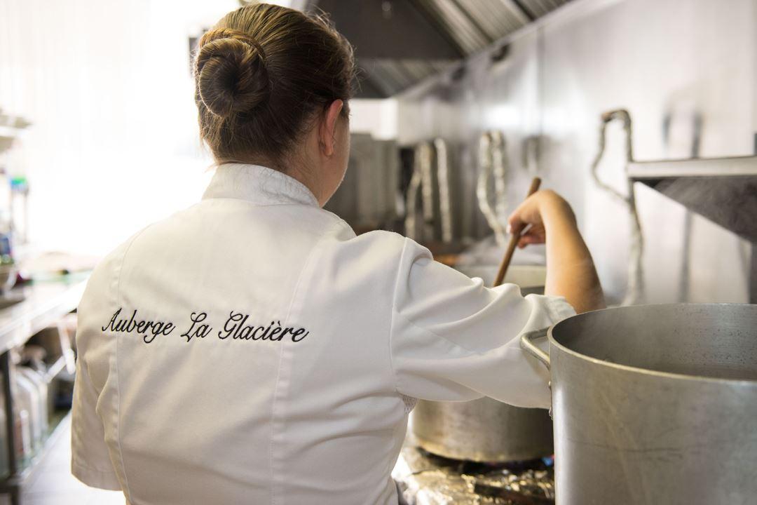 auberge-glaciere-restaurant-motoneige