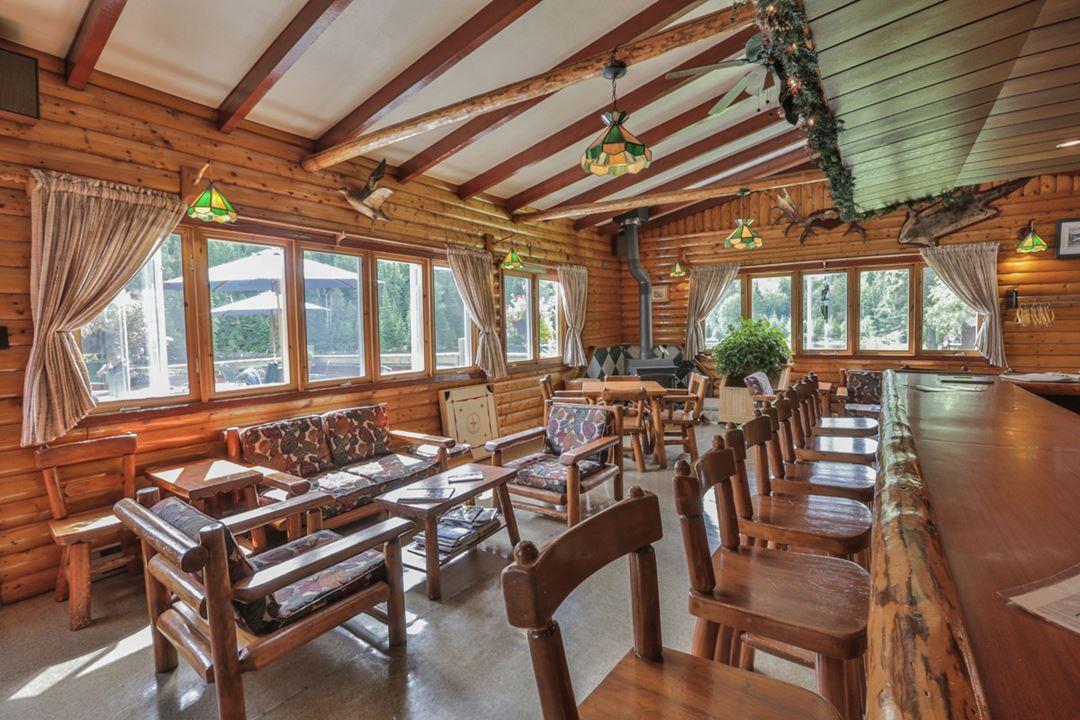 pourvoirie-kanamouche-dining-room