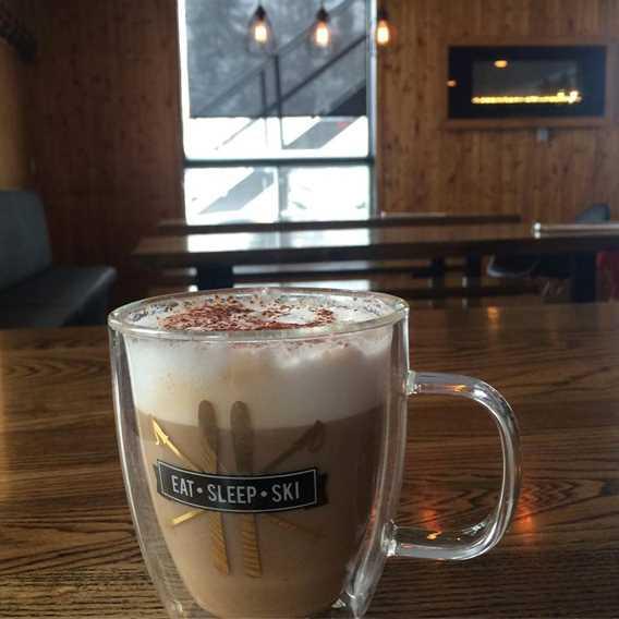 cafe-bistro-ski-montcalm-cafe