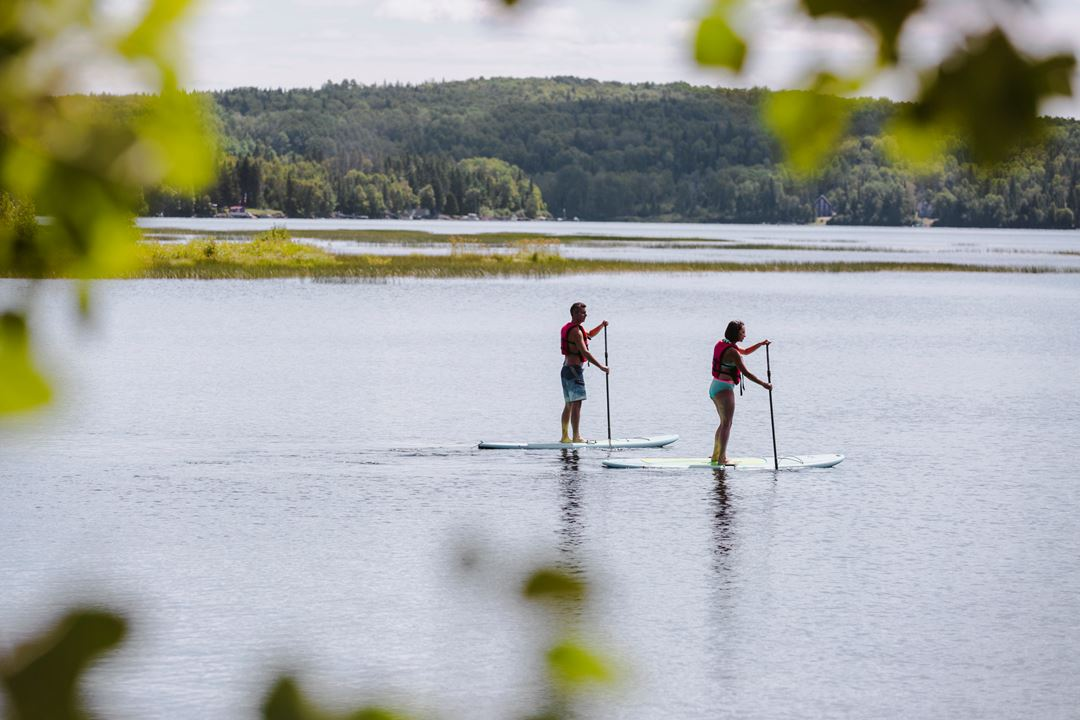 Paddle board at l'Auberge du Lac Taureau