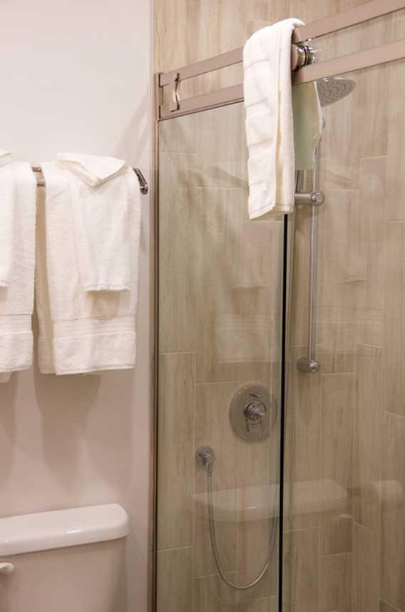 Douche dans les chambres du Rawdon Golf Resort hôtel
