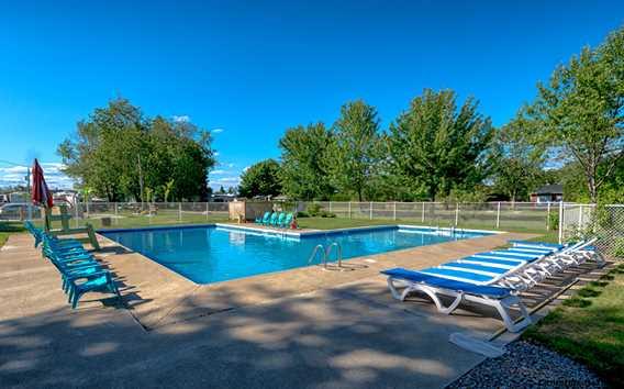 Pool at Camping Horizon