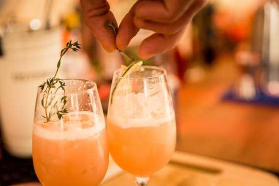 Préparation de cocktail au Festival Octenbulle de Mascouche