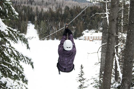 Tyrolienne en hiver à Plein Air Lanaudia