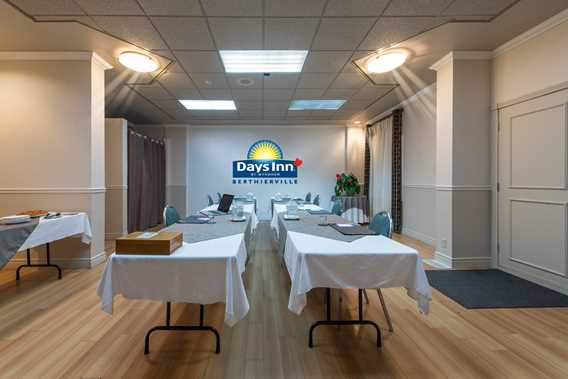 Meeting room at Days Inn