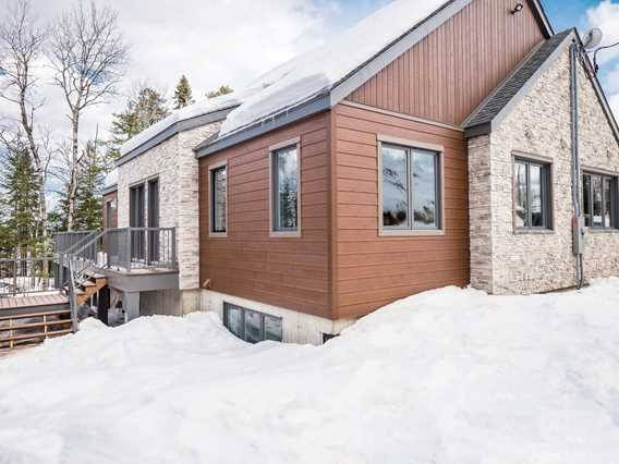 Chalets au Lac Taureau in winter