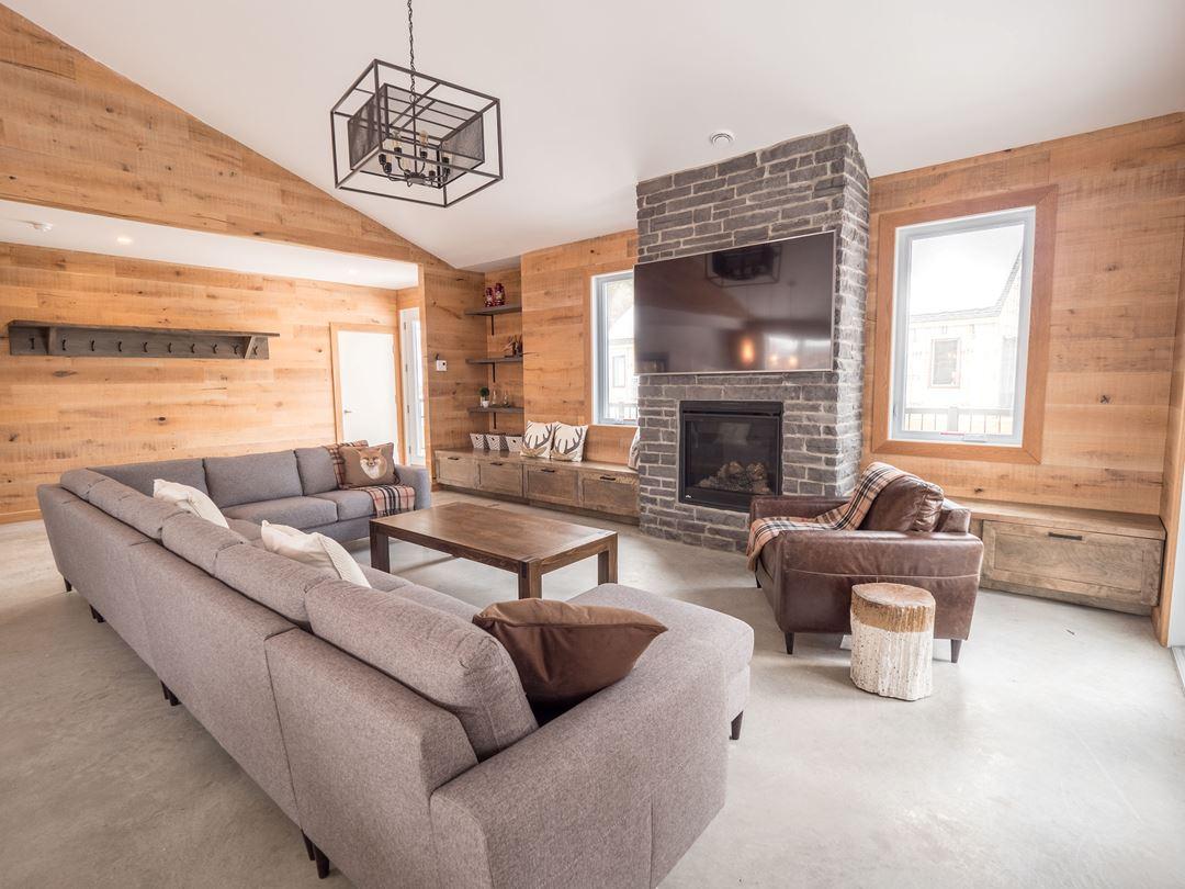 Living room at Chalets au Lac Taureau