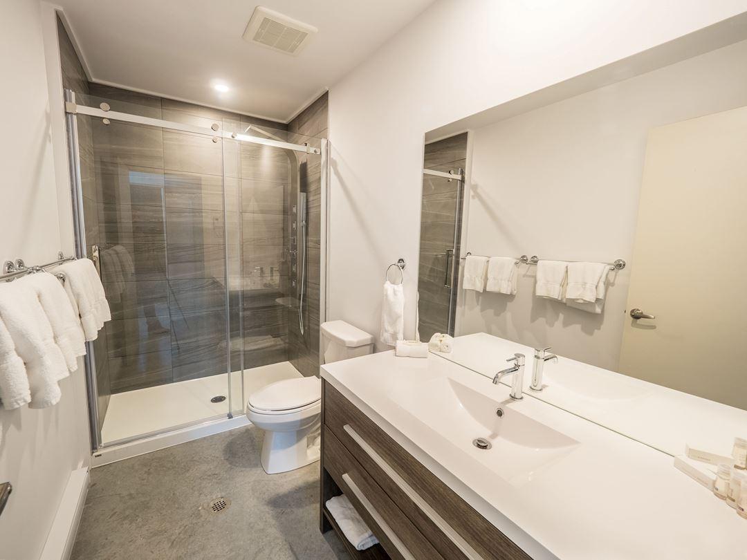 Salle de bain des Chalest au Lac Taureau