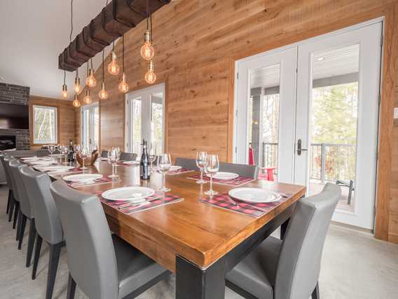 Dining room at Chalets au Lac Taureau