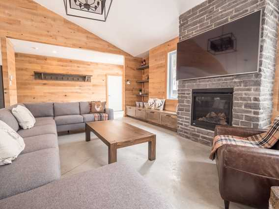 Living room at Chalets au Lac Taureau