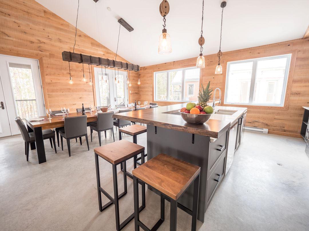 Dining room at Chalets au Lac Taureau
