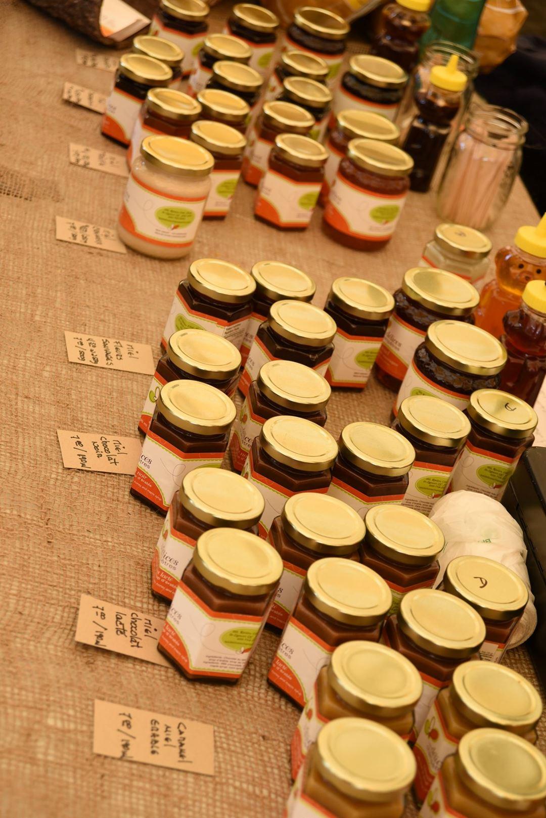 Table de produits de Lanaudière au Marché public authentique de Notre-Dame-de-la-Merci