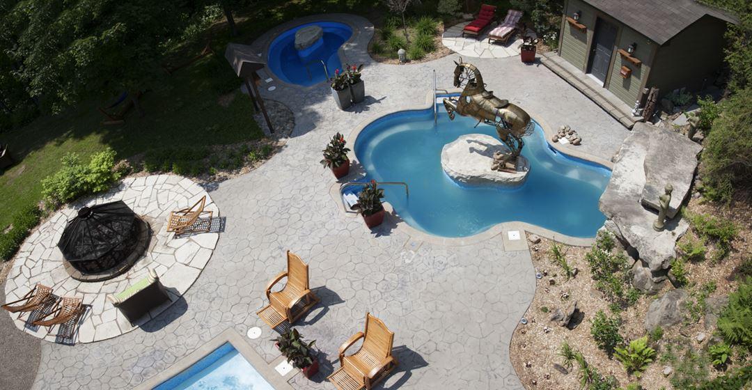 Outdoor spas at Espaces Expérienza
