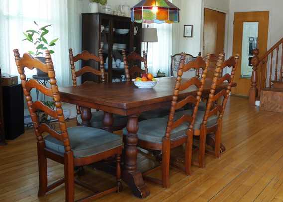 Dining room at gîte Chêne et Capucine
