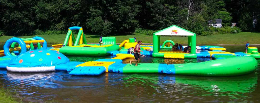 Inflatable module on the water at Camping Aventure Sentinelle