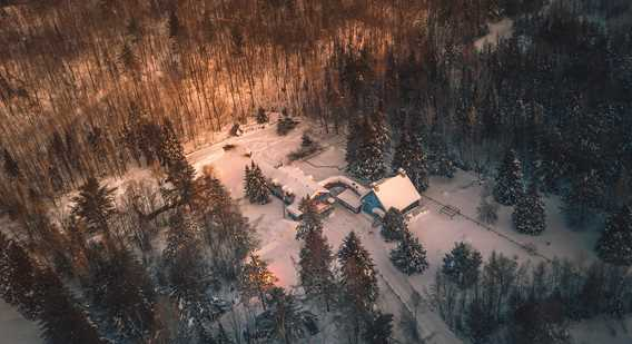 Auberge Le Cheval Bleu in winter aerial view