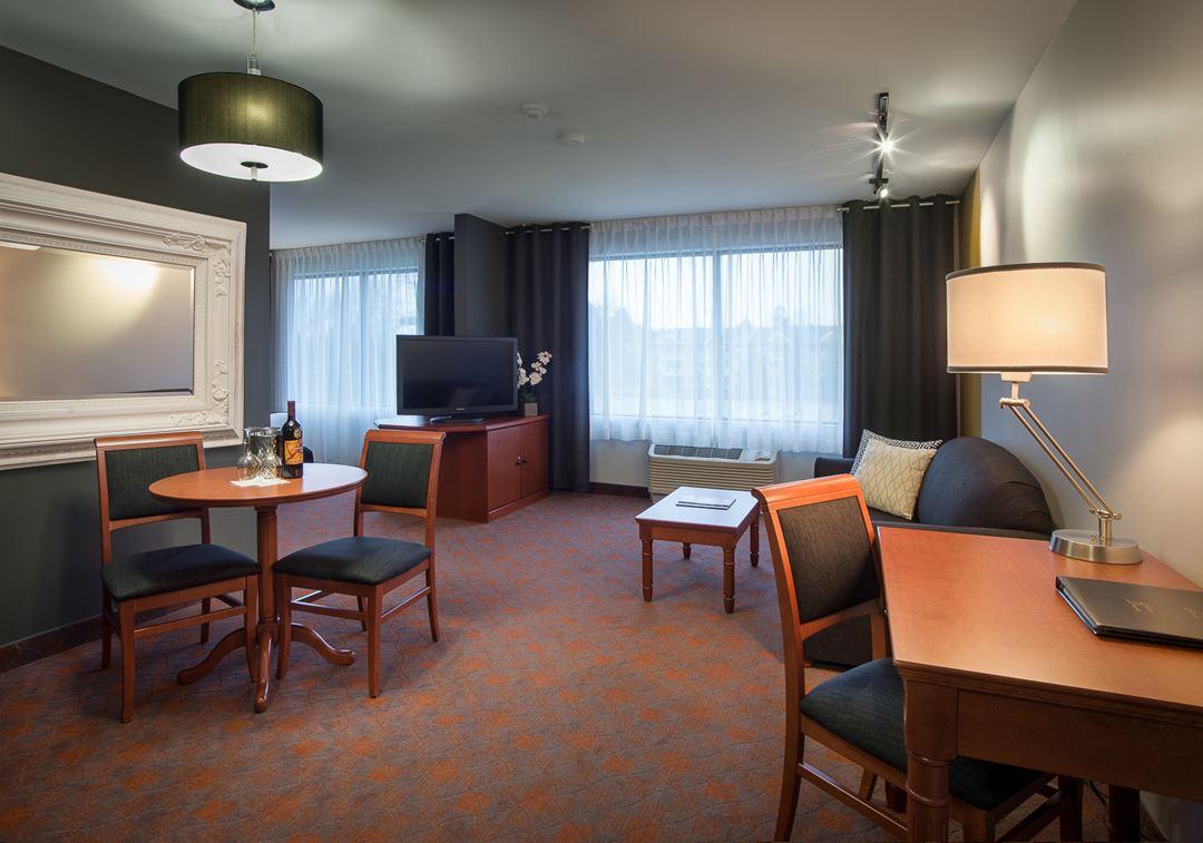 hotel-chateau-joliette-inn-room