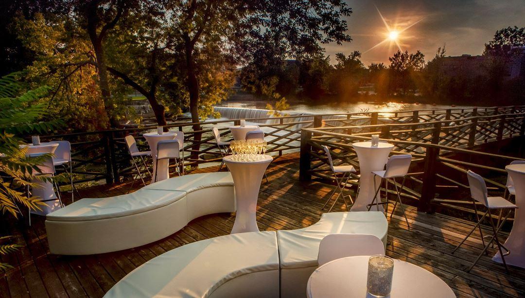 hotel-chateau-joliette-terrasse-soir