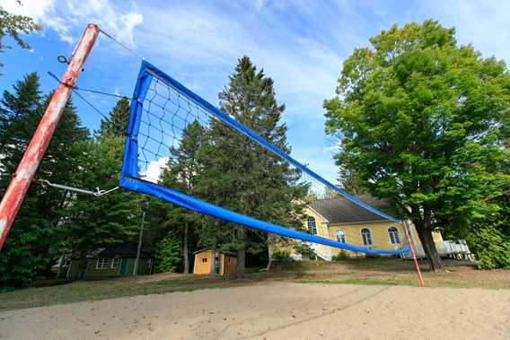Volleyball court at Auberge du Lac Priscault
