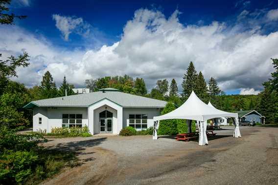 Julien-Raymond Pavilion, cafeteria